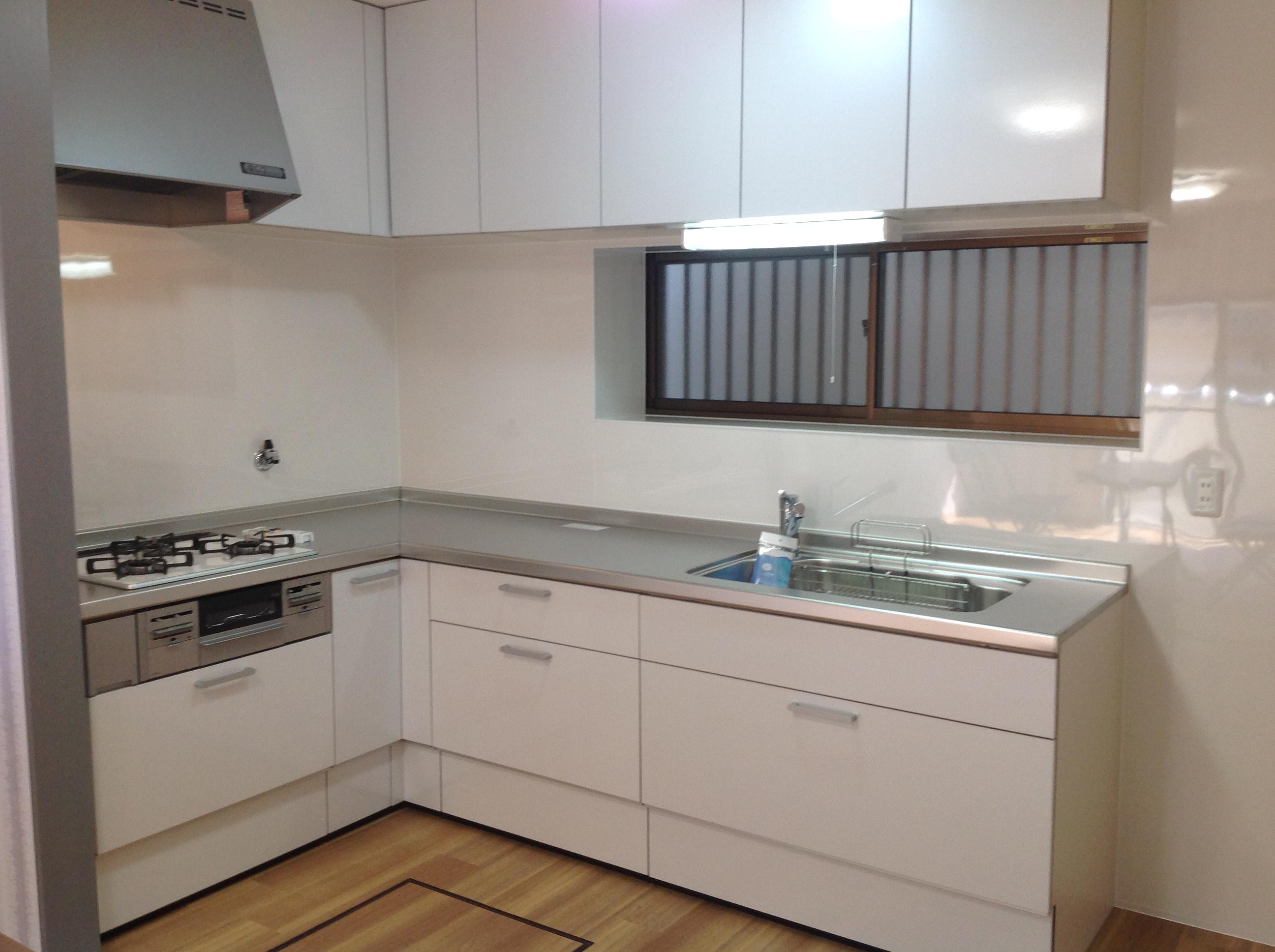 システムキッチン新調等素敵に改装しました。東南角地の明るいおうち。お気軽にご覧ください。
