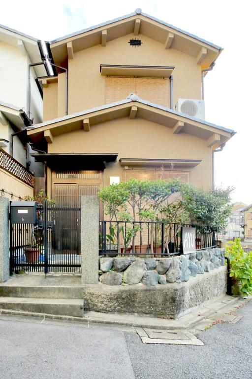現在ゲストハウスとして運営中!!『Holiday House Kyoto 愛祐』予約サイトBooking.comで9.5という高評価の物件です!!旅館業許可を取得し運用。
