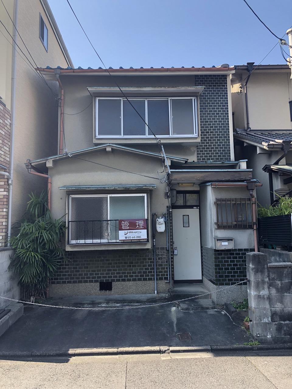 烏丸線『くいな橋』駅から『京都』駅まで5分!!近隣にスーパー・コンビニ・飲食店もあり、生活に便利!!建替え用地としてもご検討頂けます。